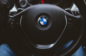 BMW iX 2022: A Tech-Oriented EV with an Eye on Design